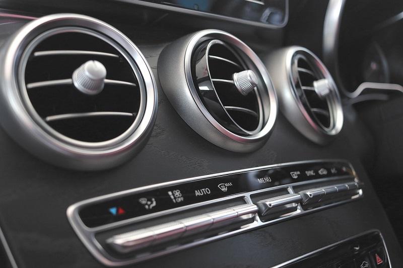 Automobilių klimato kontrolė